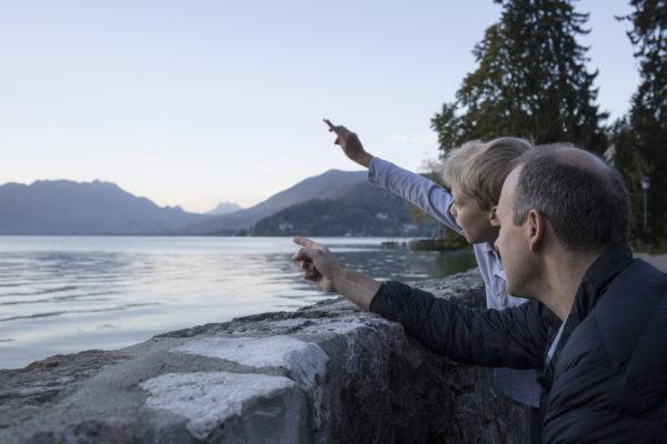 Père fils lac Annecy photo